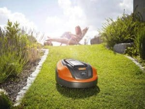 the McCulloch ROB 1000 programmable robotic mower review